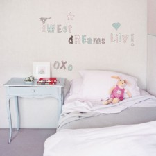 Sweet Juliette Romantisches Alphabet Wandsticker von RoomMates